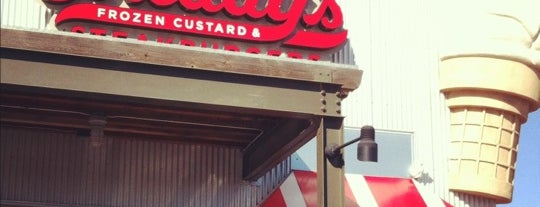 Freddy's Frozen Custard & Steakburgers is one of Tempat yang Disimpan Rebecca.