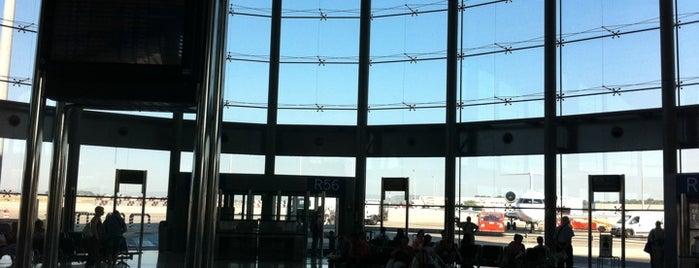 Aeropuerto de Valencia (VLC) is one of Free WiFi Airports 2.