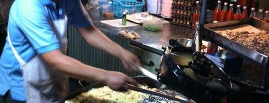ตลาดโต้รุ่ง เมืองกาญจน์ is one of Lugares favoritos de Chaimongkol.