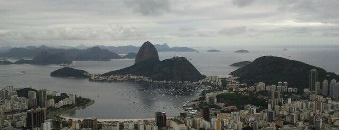 Mirante Dona Marta is one of 10  lugares para apreciar a paisagem do Rio.