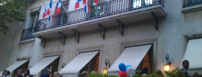 Residencia de la Embajada de Francia is one of Lugares favoritos de Juan.
