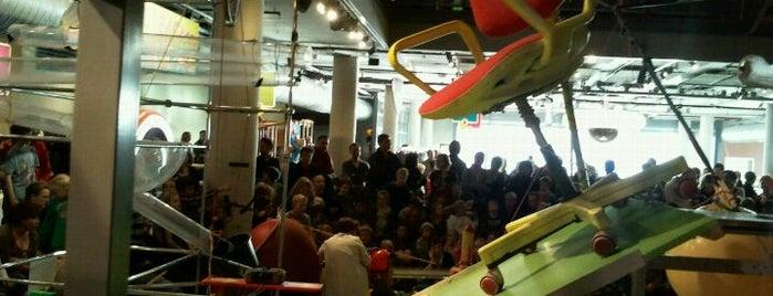 NEMO Science Museum is one of Gratis toegang met (free entry with) museumkaart..