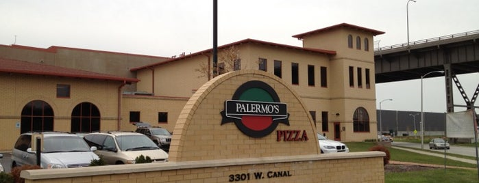 Palermo's Pizzeria And Cafe is one of Jen'in Beğendiği Mekanlar.