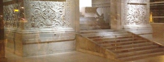 Museo dell'Ara Pacis is one of Roma.