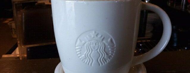 Starbucks is one of Gespeicherte Orte von Kelly.