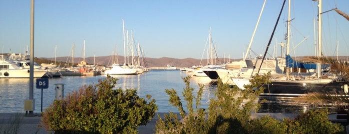Olympic Marine is one of Orte, die Julia gefallen.