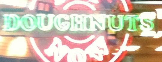 Krispy Kreme Doughnuts is one of Andrew 님이 좋아한 장소.