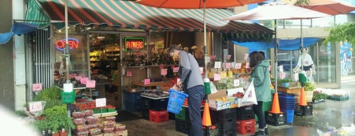 Carload Food Market is one of Locais curtidos por A.