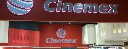 Cinemex Plaza Bella Oaxaca is one of Locais curtidos por Bede.