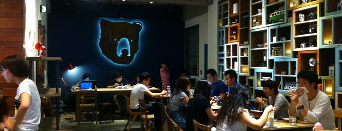 小破爛咖啡館 Cafe Junkies is one of Chill Taipei cafés w/ Wi-Fi.
