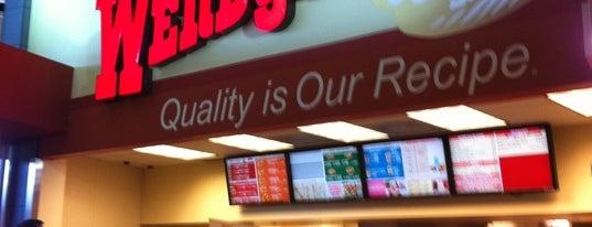 Wendy's is one of สถานที่ที่ CeCeG ถูกใจ.