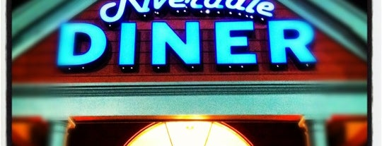 Riverdale Diner is one of Locais salvos de Lizzie.