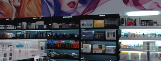SEPHORA is one of Vickyeさんのお気に入りスポット.
