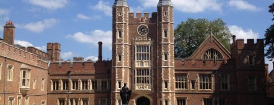 Eton College is one of Lieux qui ont plu à Carl.