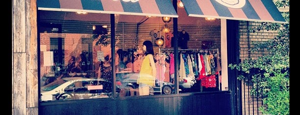 Beacon's Closet Park Slope is one of Tempat yang Disukai Silvie.