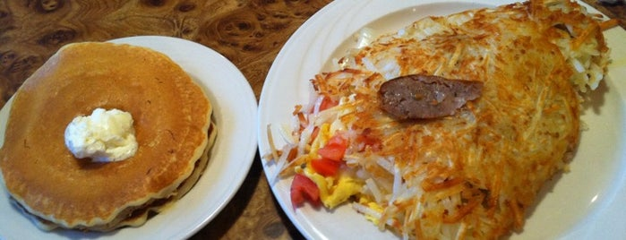 Gail's Carriage Inn is one of Best Breakfast Spots in Chicagoland.