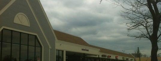 Stop & Shop is one of สถานที่ที่ Michael ถูกใจ.