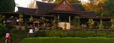 Cafe De Daunan is one of Bogor Botanical Garden.