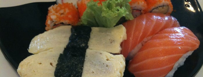Excapade Sushi Restaurant is one of Lugares favoritos de S.