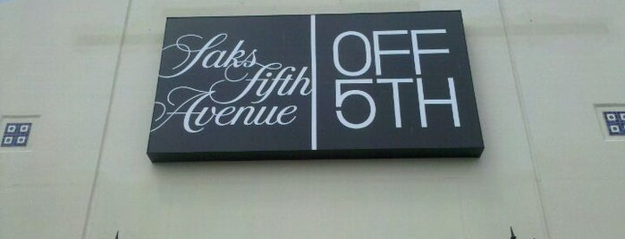 Saks Fifth Avenue OFF 5TH is one of Posti che sono piaciuti a Jaime.