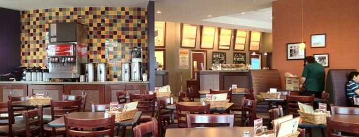 Holiday Deli & Ham Co. is one of Tempat yang Disukai Terecille.