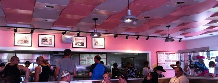 Pink's is one of Locais salvos de Beth.