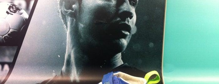 Nike is one of Lugares favoritos de 9aq3obeya.