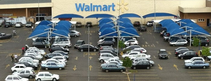 Walmart is one of Elianeさんのお気に入りスポット.