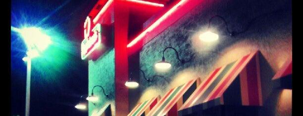 Applebee's Grill + Bar is one of Tempat yang Disukai Ashley.
