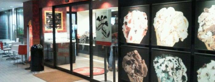 Cold Stone Creamery is one of สถานที่ที่ Jase ถูกใจ.