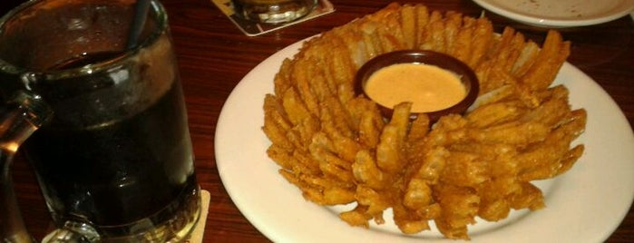 Outback Steakhouse is one of Restaurantes, Bares e Coffee Shops favoritos.