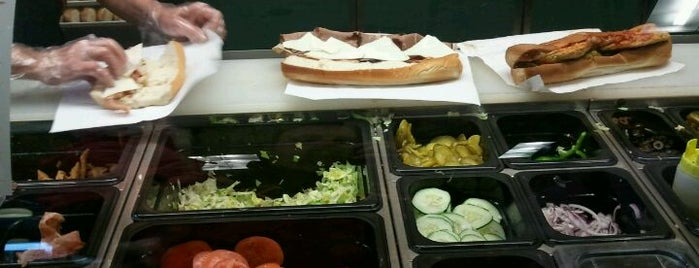 SUBWAY is one of Lugares favoritos de Kirk.