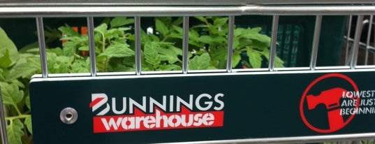 Bunnings Warehouse is one of Posti che sono piaciuti a Mike.