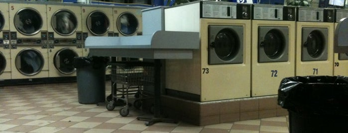 Super Brite Kings Laundry INC is one of Tempat yang Disukai Erik.