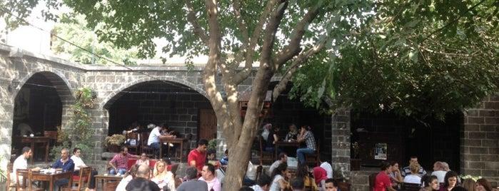 Sülüklü Han is one of Diyarbakır: Gezilecek yerler.