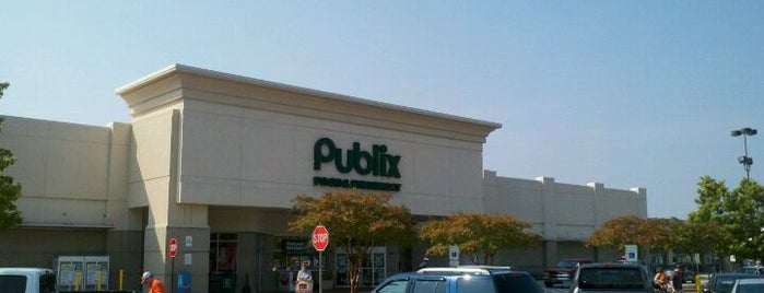 Publix is one of Lugares favoritos de Casey.