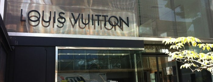 Louis Vuitton is one of Tempat yang Disukai Wanderson Kedley.