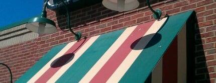 Applebee's Grill + Bar is one of สถานที่ที่ Randall ถูกใจ.