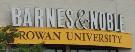 Barnes & Noble - Rowan University Bookstore is one of Lieux qui ont plu à Michael.