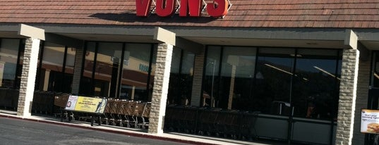VONS is one of Lugares favoritos de Lauren.