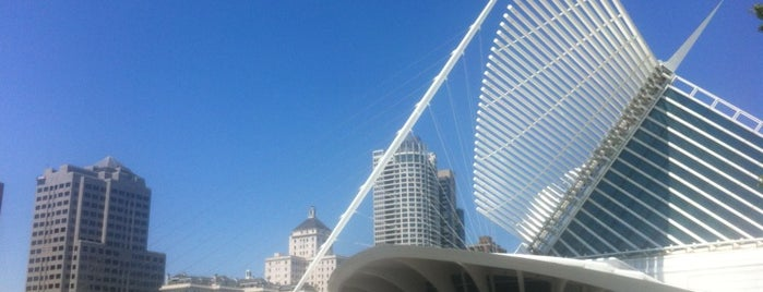 Milwaukee Art Museum is one of Must See Things In Milwaukee.