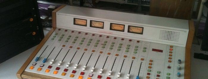 WESU 88.1 FM is one of Posti salvati di Aldon.