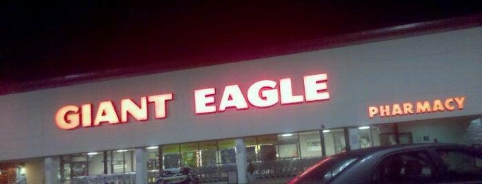 Giant Eagle Supermarket is one of Lauralynn 님이 저장한 장소.