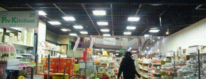 Kitchen World TDI is one of สถานที่ที่ Jase ถูกใจ.