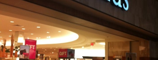 Dillard's is one of Lashondra's Liked Places.