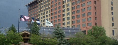 The Westin Westminster is one of Locais curtidos por Dominic.