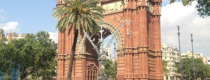 Arco del Triunfo is one of Barcelona musts.