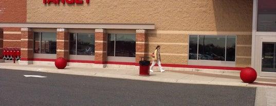 Target is one of Tempat yang Disimpan Carlos.