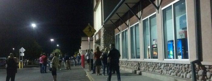 Walmart Supercenter is one of Lugares favoritos de Nicole.