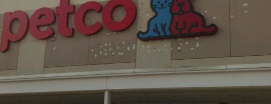 Petco is one of icelleさんのお気に入りスポット.